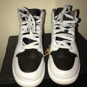 Jordan 1 Mid Pure Platinum
